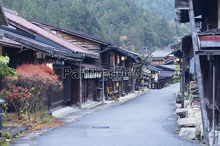 traditional buildings on nakasendo way tsumago